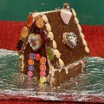 Advent, Advent, ein Lebkuchenhaus